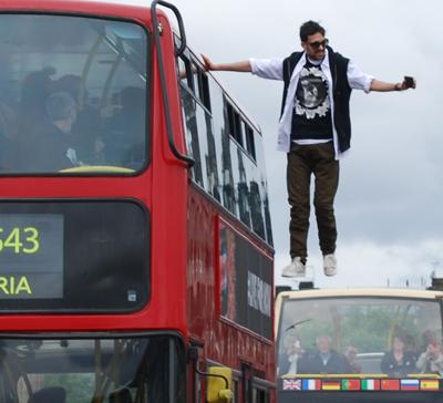 Dynamo Magician Impossible - London Bus Ride