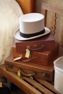 inside-magicians-case